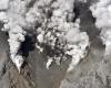 Вследствие извержения вулкана в Японии погибли люди