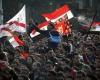 16 человек погибли в ходе столкновений между футбольными фанатами и полицией в Каире