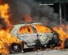 Во время праздничных беспорядков во Франции сожгли около тысячи автомобилей