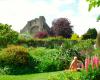 Популярный Abbey House  привлекает сотни нудистов