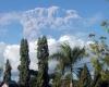 Извержение вулкана принесло огромные убытки авиакомпаниям