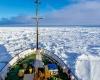 «Академик Шокальский» начал самостоятельный выход из ледяной ловушки