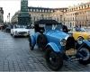 Фестиваль старинных автомобилей в Париже