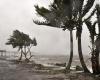 На  Австралию обрушился мощный тропический циклон