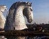 В Великобритании установили скульптуры в виде гигантских лошадиных голов