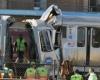 Поезд столкнулся с лесовозом: пострадало около 70 человек