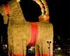 В Швеции сожгли соломенного козла – символ Рождества