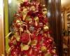Традиционный благотворительный аукцион дизайнерских новогодних  елок в Бухаресте