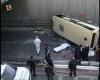В Стамбуле микроавтобус упал  с 15-метровой высоты