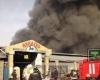 Пожар в Алма-Ате: горящие рынки тушат с вертолетов
