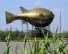 В Китае возвели гигантскую бронзовую статую рыбе фугу