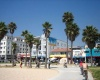Неадекватный водитель сбил толпу туристов в Калифорнии